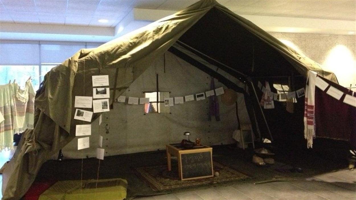 Une reconstitution d'un camp de réfugiés à l'Université de Regina, le 26 novembre 2012.