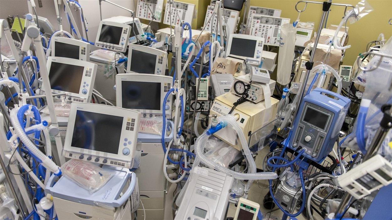 Quelques-uns des respirateurs disponibles pour les patients du CHUS.
