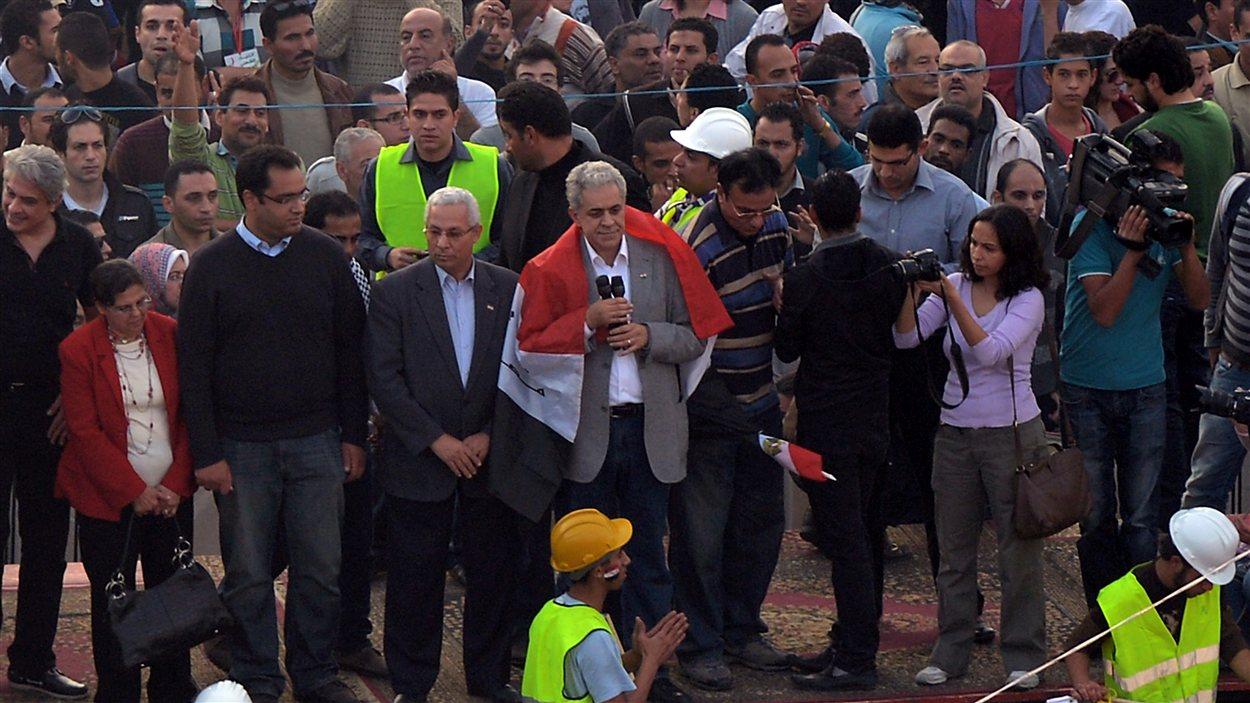 L'opposant Hamdeen Sabahi au milieu de la foule