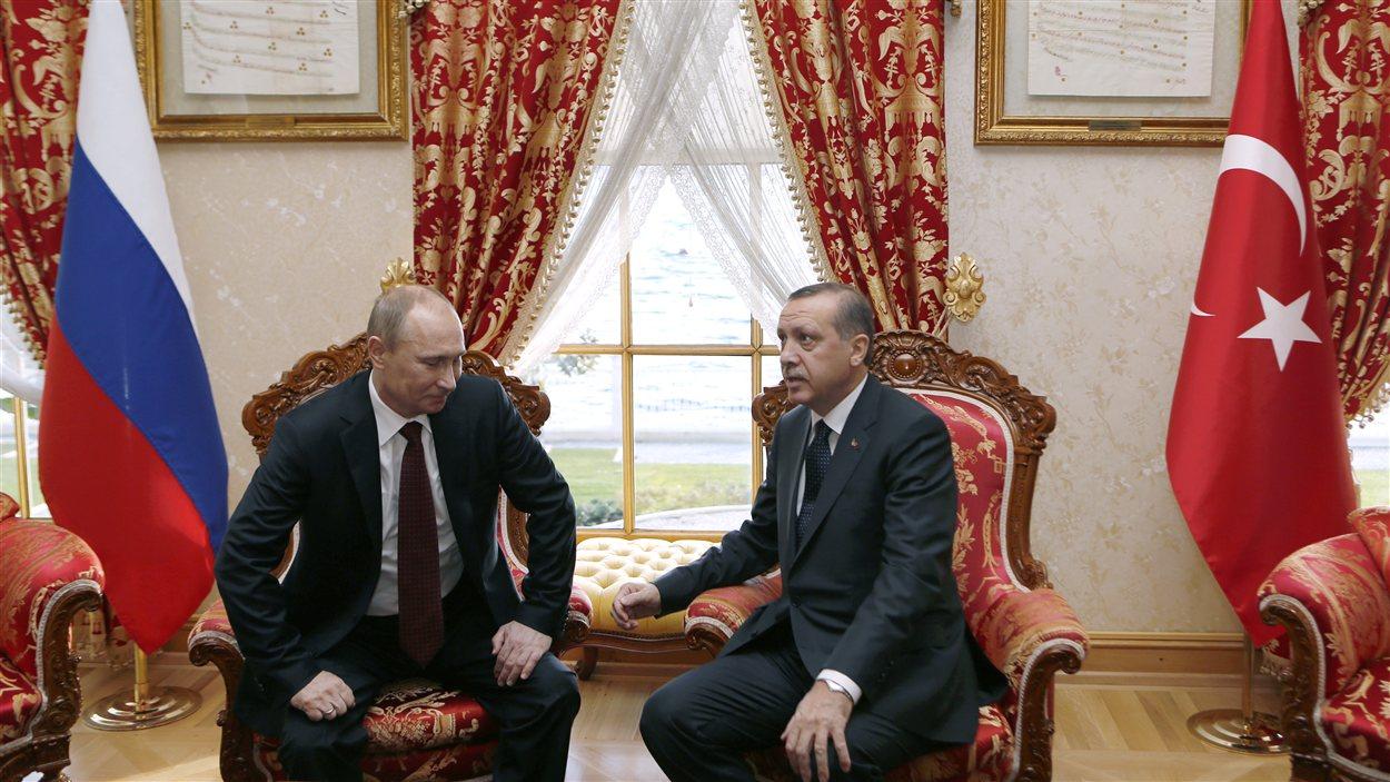 Rencontre à Istanbul de Recep Tayyip Erdogan ( à droite) avec le président russe Vladimir Poutine