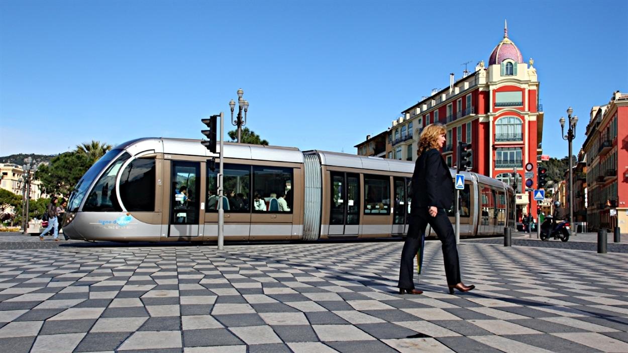 Un train léger de la compagnie Alstom à Bordeaux, en France.