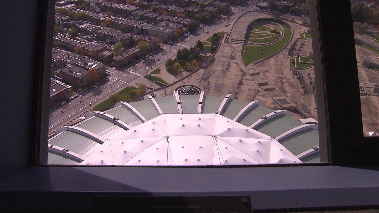 Le toit du stade vu de l'observatoire au sommet du mât