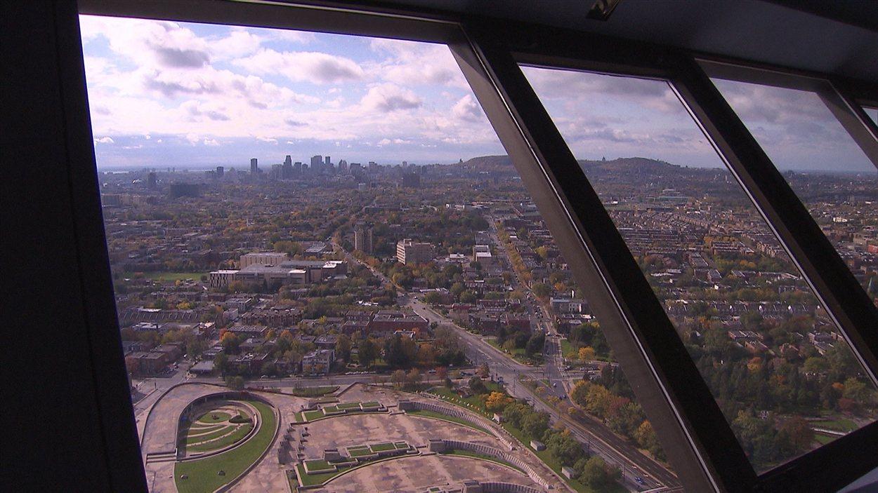 Vue de Montréal de l'observatoire du stade olympique
