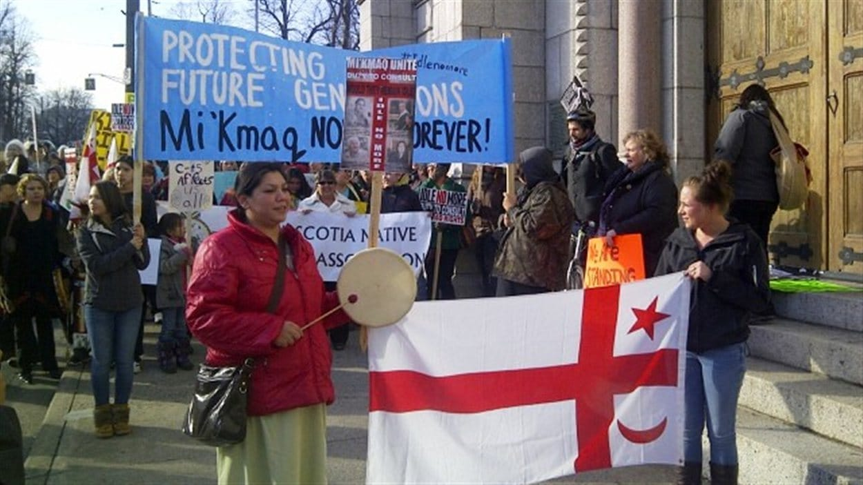 Des Autochtones manifestent à Halifax