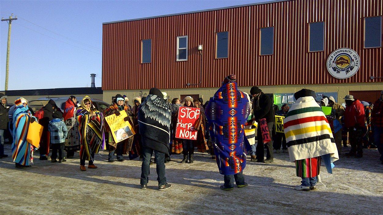 Des Autochtones manifestent à Calgary.