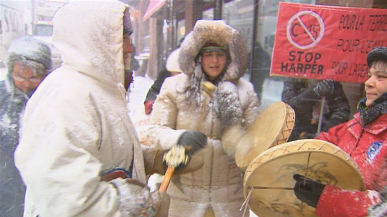 Des Autochtones ont manifesté à Québec vendredi.