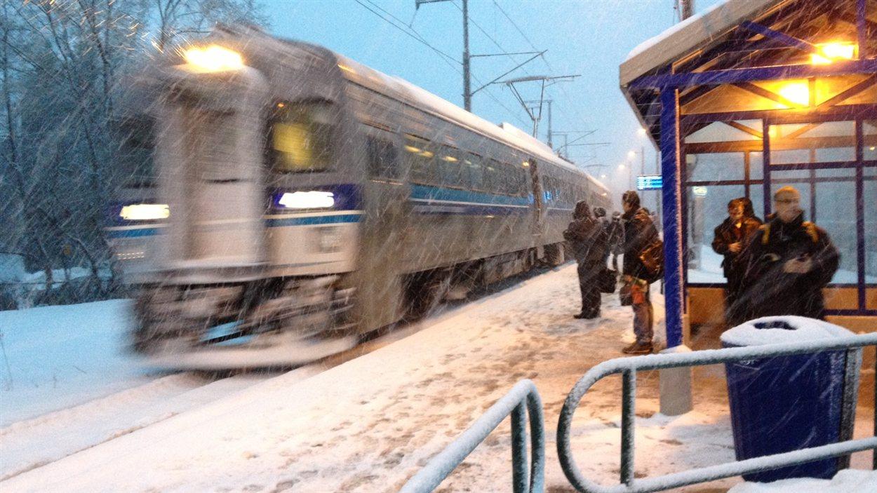 Deux-Montagnes : un train populaire par jour de tempête