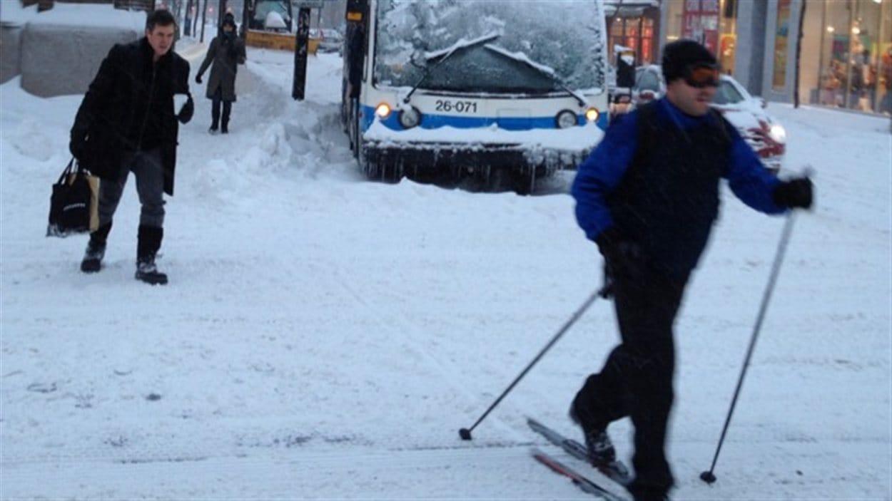 Une paire de ski pour se déplacer en ville