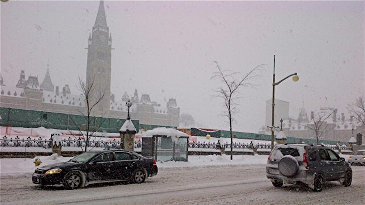Une deuxième tempête de neige en moins d'une semaine s'abat sur la grande région d'Ottawa-Gatineau.