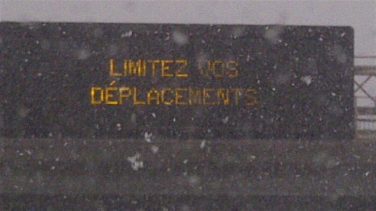Panneau de signalisation à Montréal