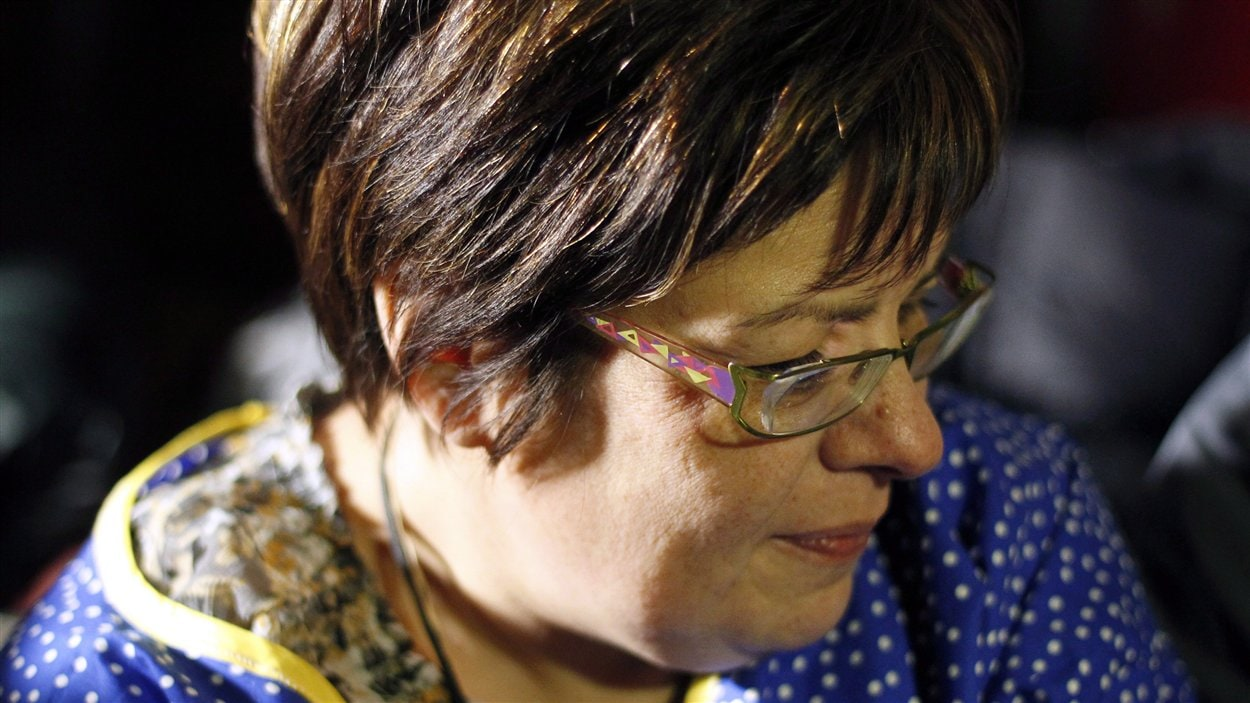 La chef autochtone Theresa Spence poursuit sa grève de la faim.