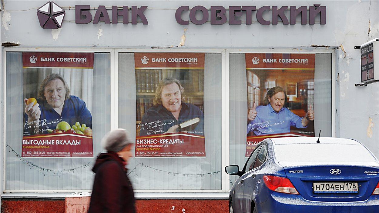 Gérard Depardieu sur des affiches publicitaires d'une banque russe