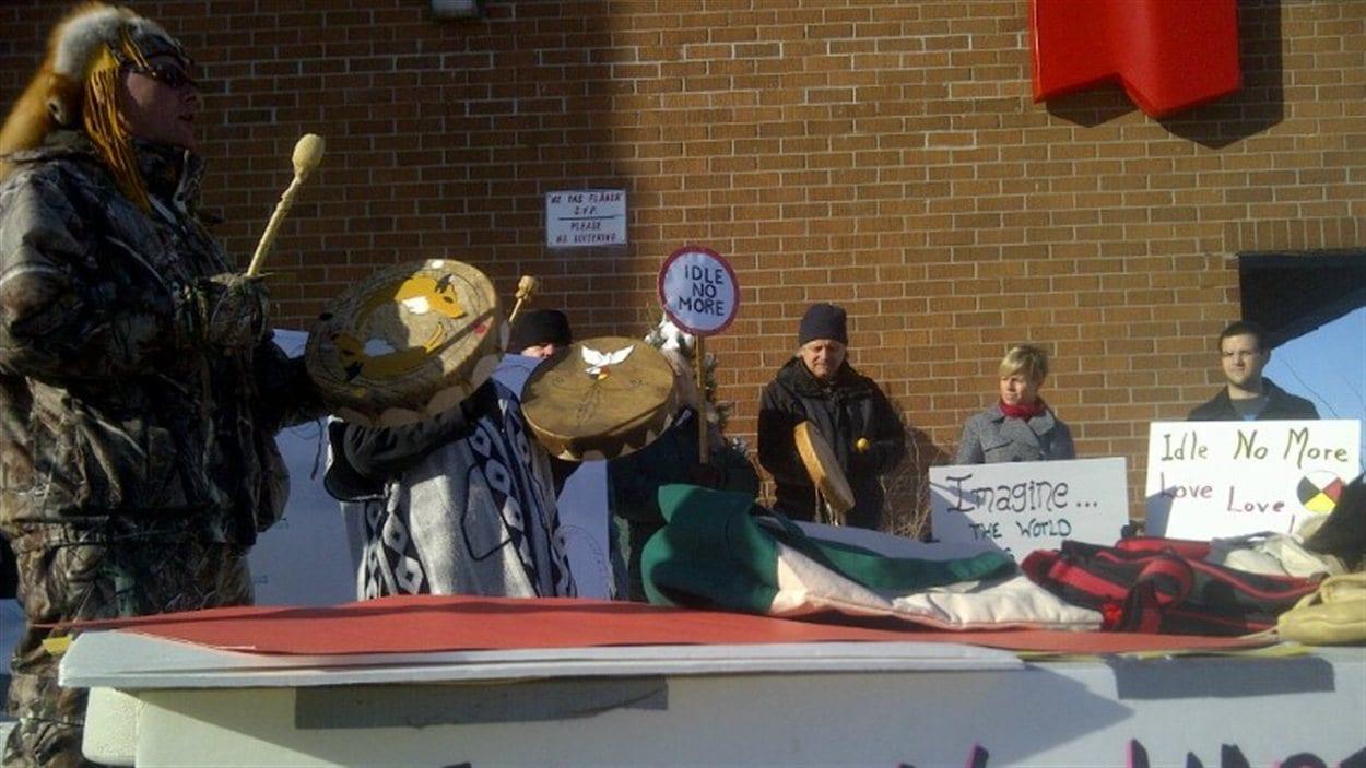 Des manifestants à Edmundston au Nouveau-Brunswick