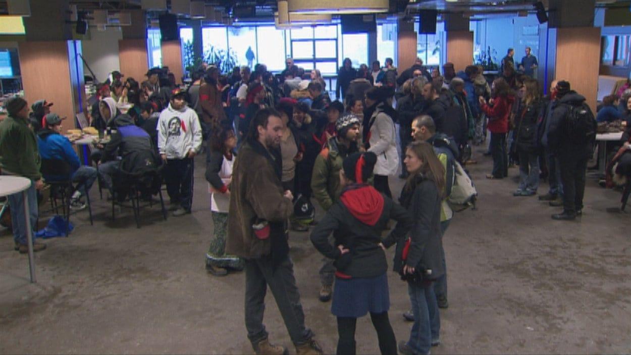 À Saguenay, les manifestants se sont rassemblés à l'UQAC.