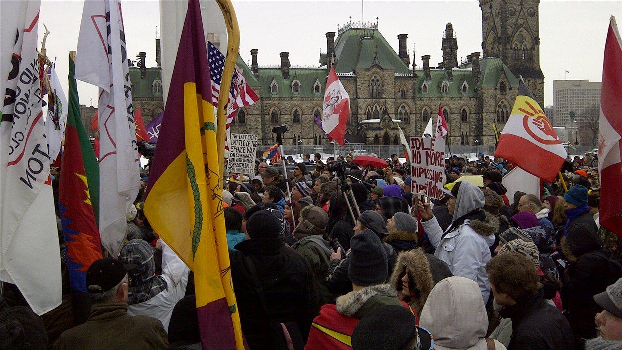 Manifestation à Ottawa en marge de la rencontre Harper-Atleo