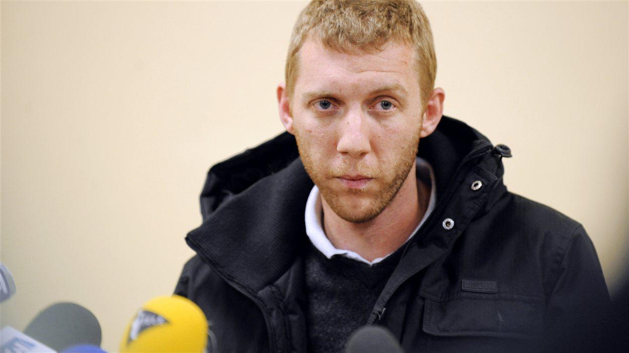 Alexandre Berceaux, un des ex-otages français qui a réussi à s'échapper du site d'In Amenas, participe à une conférence de presse à Pagny-sur-Moselle, en France, le 20 janvier.