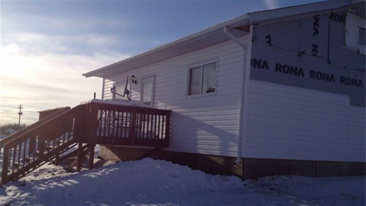 La maison de la réserve autochtone Long Plain où aurait été blessé un homme samedi matin.