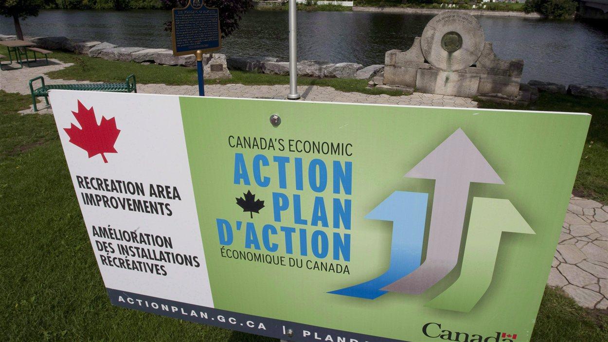 Une publicité associée au Plan d'action économique du gouvernement conservateur en Ontario le 23 août 2010.