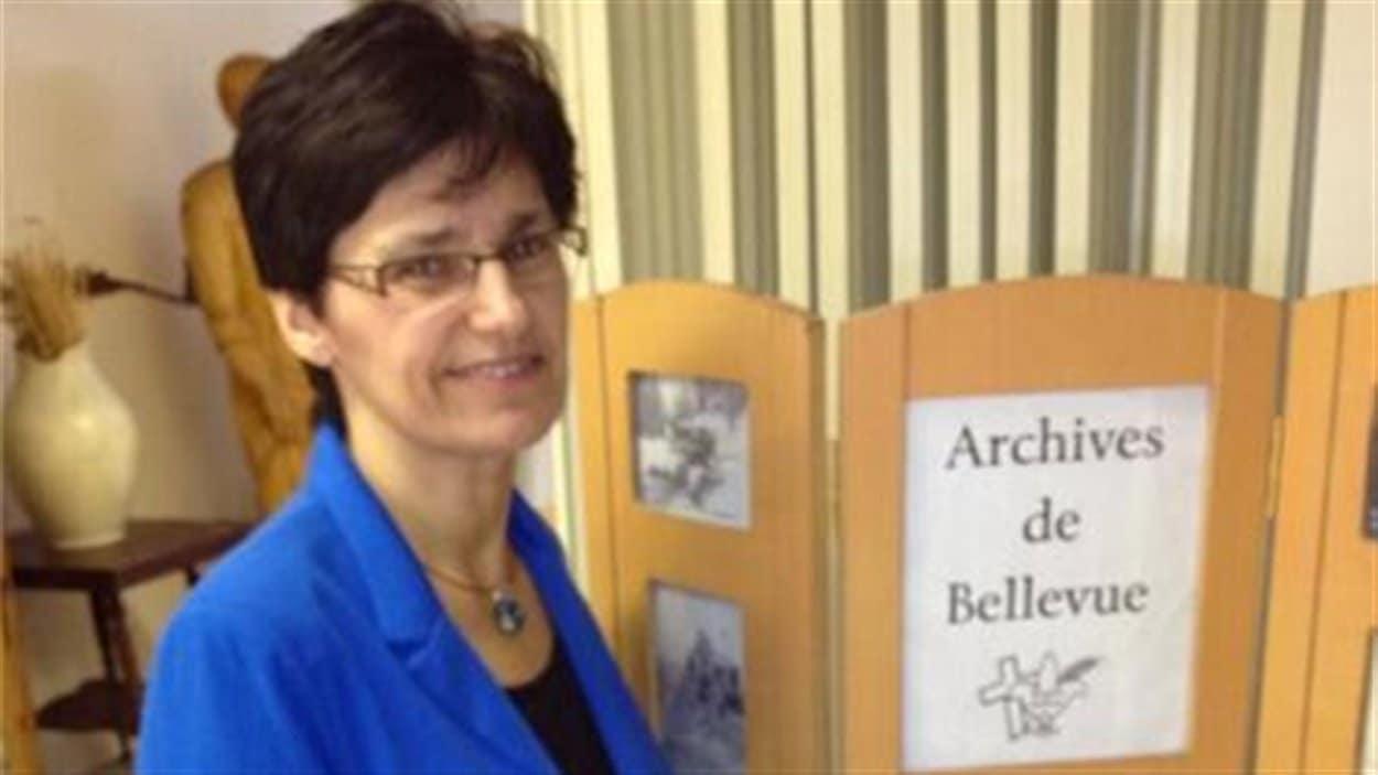Alice Gaudet reçoit et classe les documents personnels des Fransaskois de la région depuis 12 ans