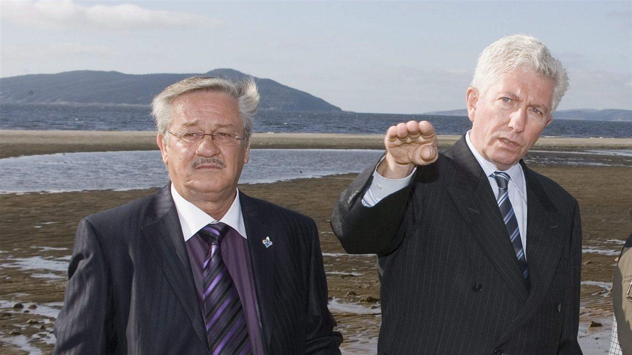 L'ancien député de Manicouagan, Gérard Asselin, accompagné du chef bloquiste de l'époque, Gilles Duceppe