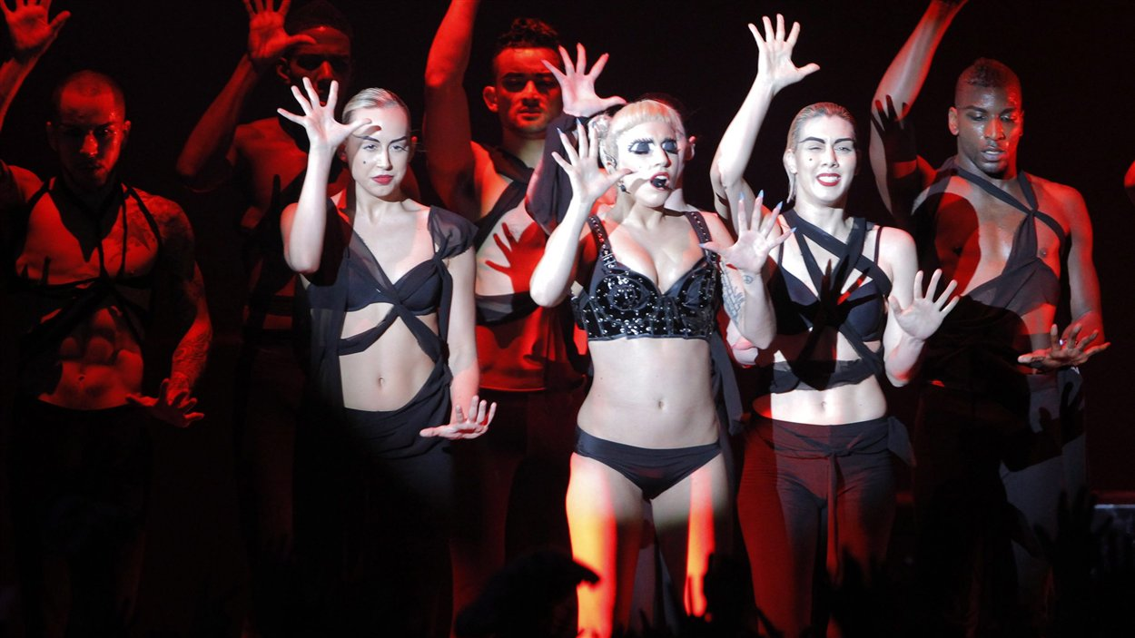 Lady Gaga en spectacle au Japon en juin 2011.