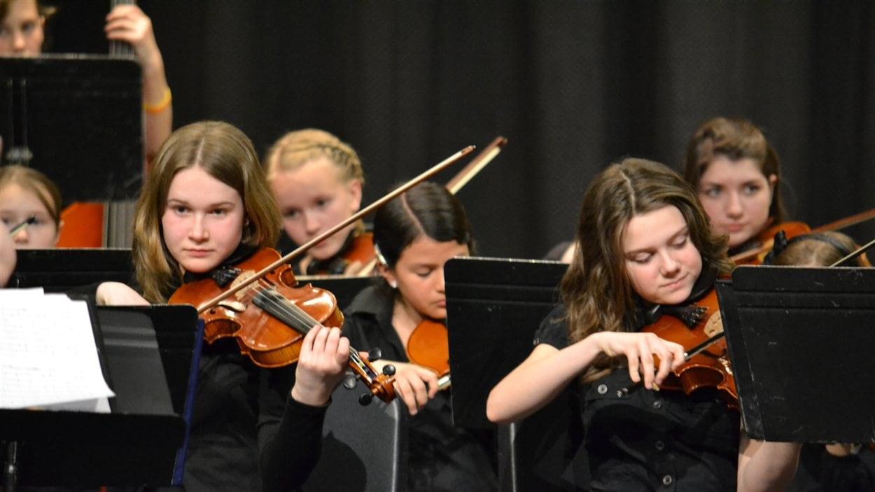 Des élèves du programme de concentration en musique de la Commission scolaire de Laval