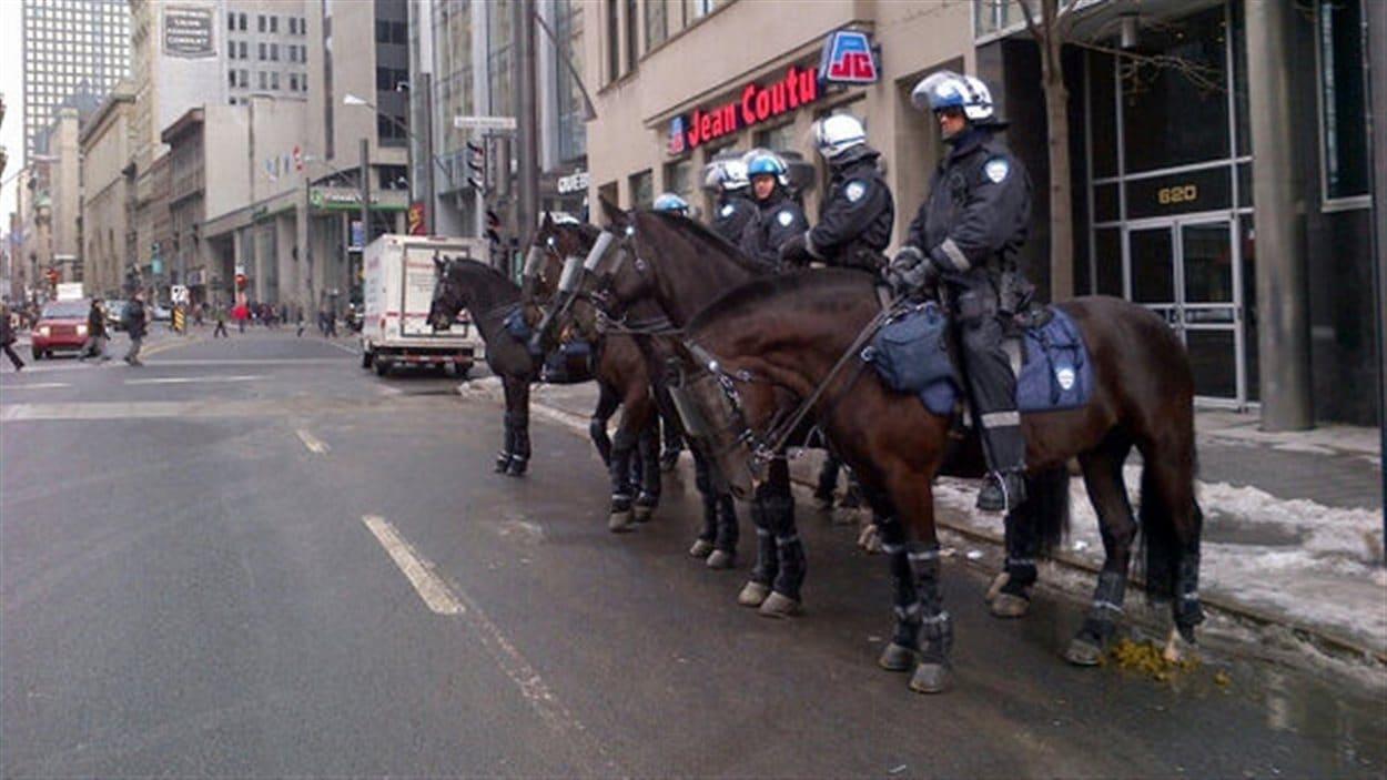 Des policiers mobilisés au square Victoria