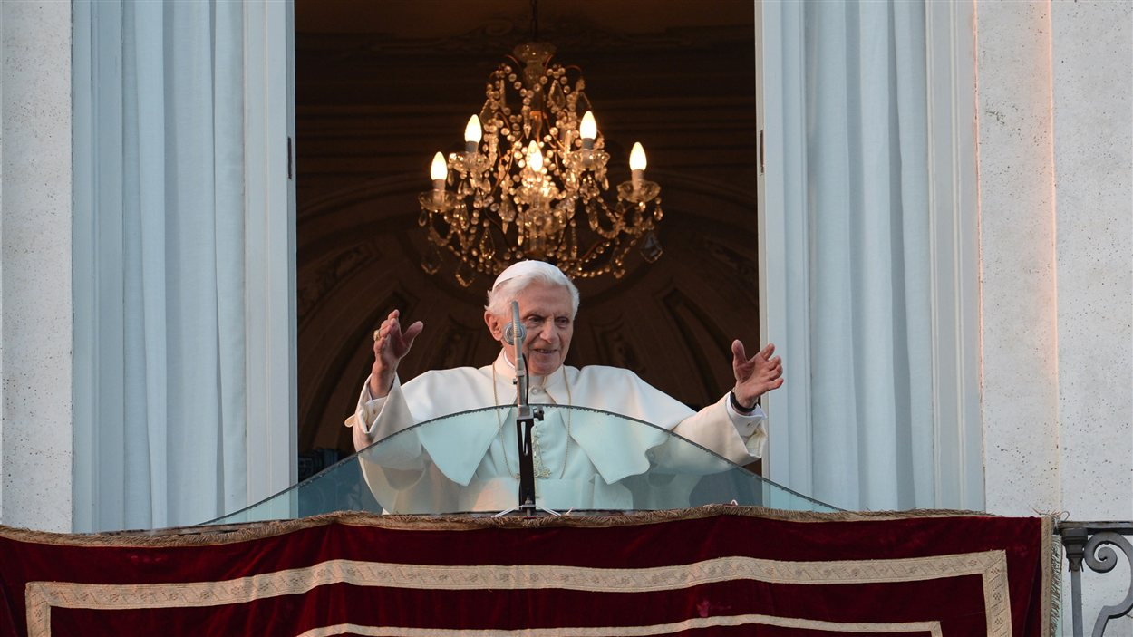 Prière du pape Benoît XVI à son arrivée dans sa résidence d'été de Castel Gandolfo