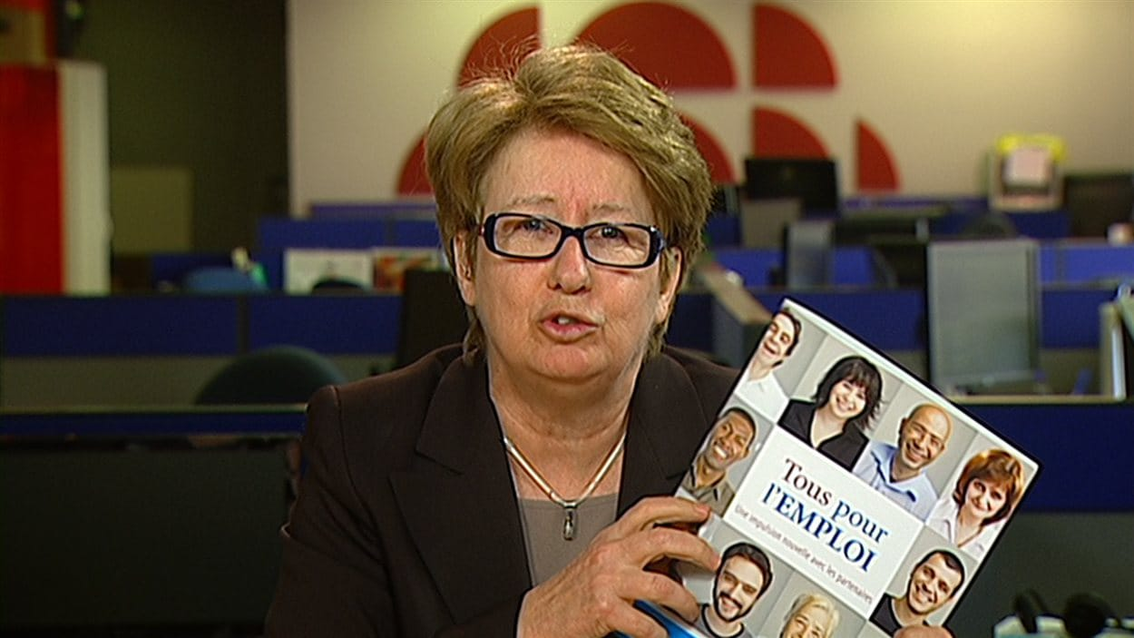 Agnès Maltais dans les bureaux de Radio-Canada à Québec pour commenter la décision du gouvernement Marois de modifier l'accès à l'aide sociale