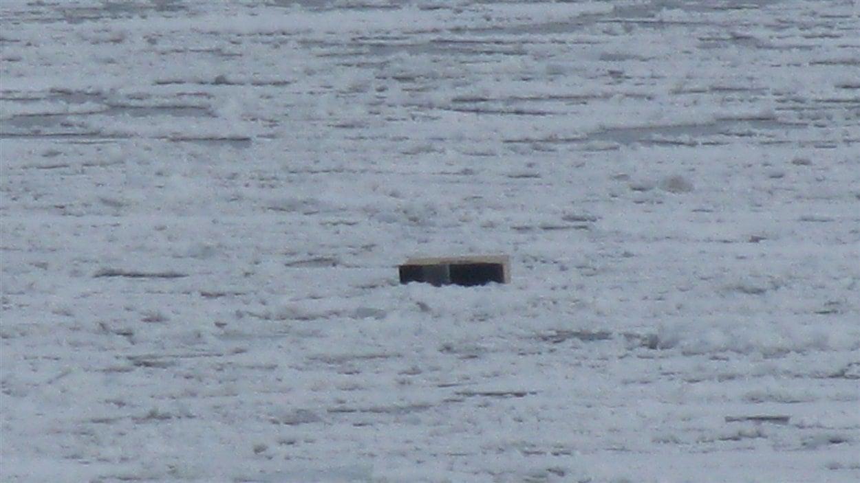 Une des cabanes à pêche à la dérive sur le fleuve Saint-Laurent