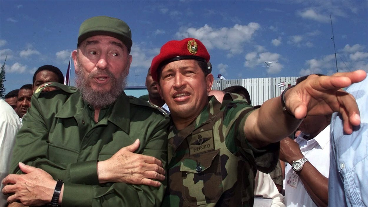 En 2000, le président Chavez et son homologue cubain Fidel Castro en visite au Venezuela