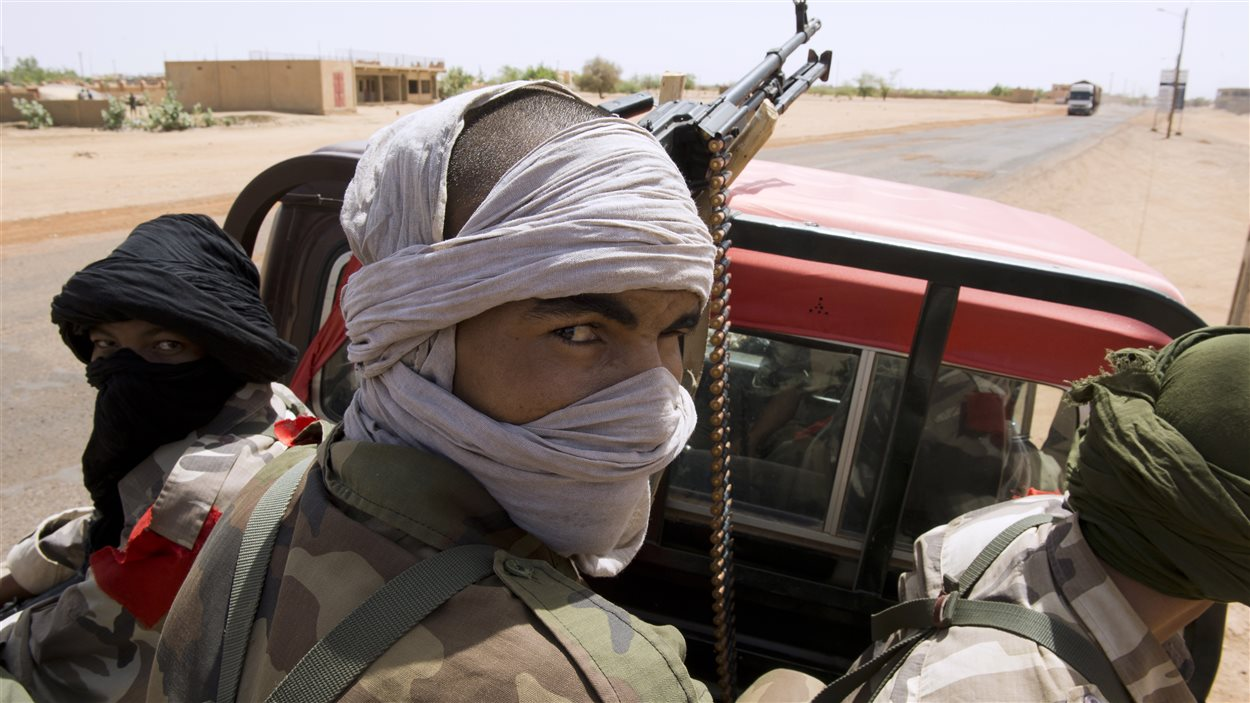 Des soldats maliens patrouillent à Gao