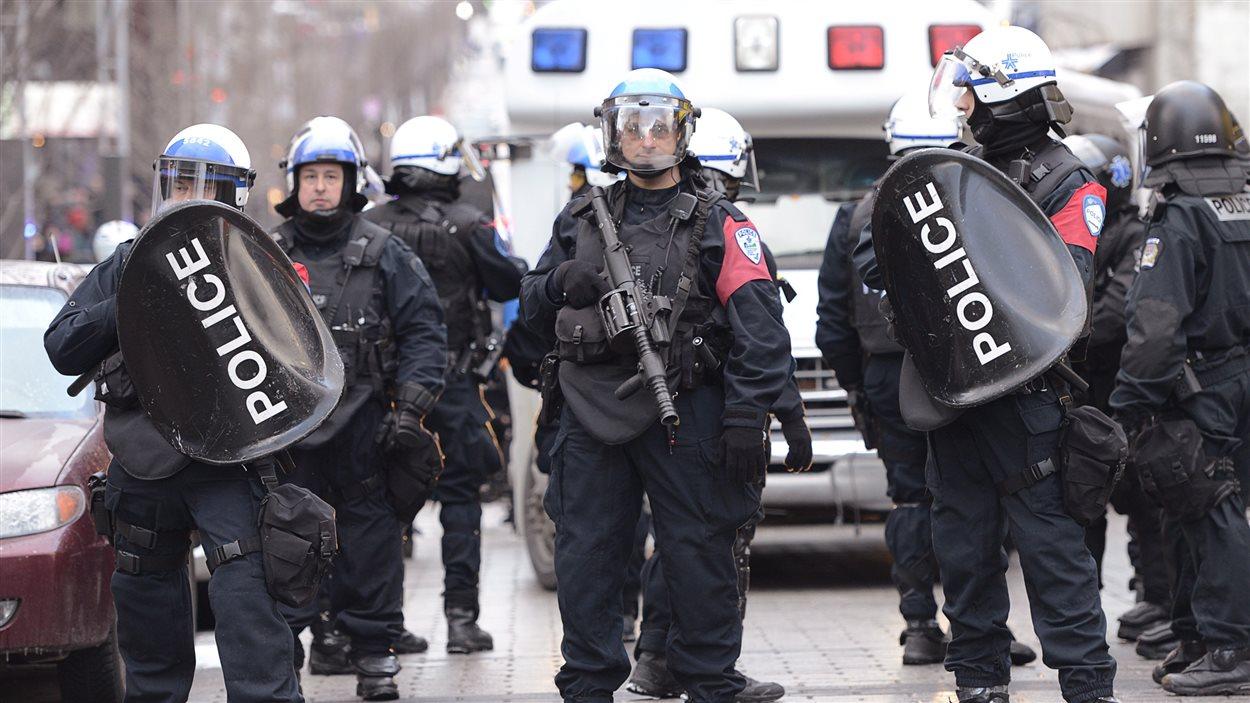 Manifestation contre la brutalité policière à Montréal.