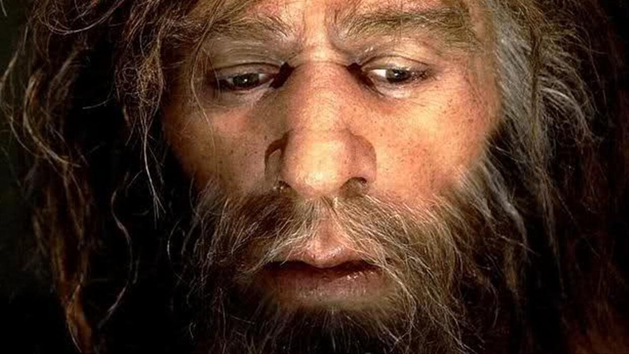 Gros plan sur le visage d'un homme de Néandertal