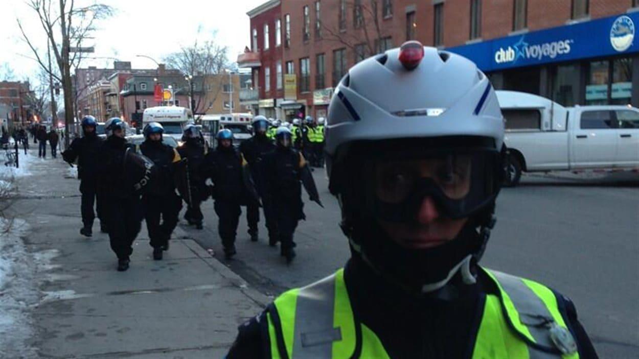 Policiers lors de la manif du 22 mars 2013