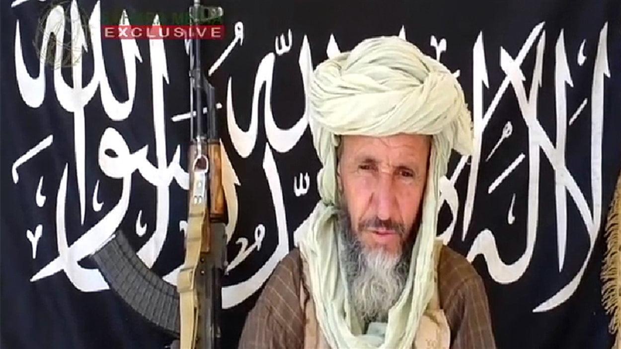 Abou Zeid apparaît dans une photo diffusée par Sahara Media en décembre dernier.