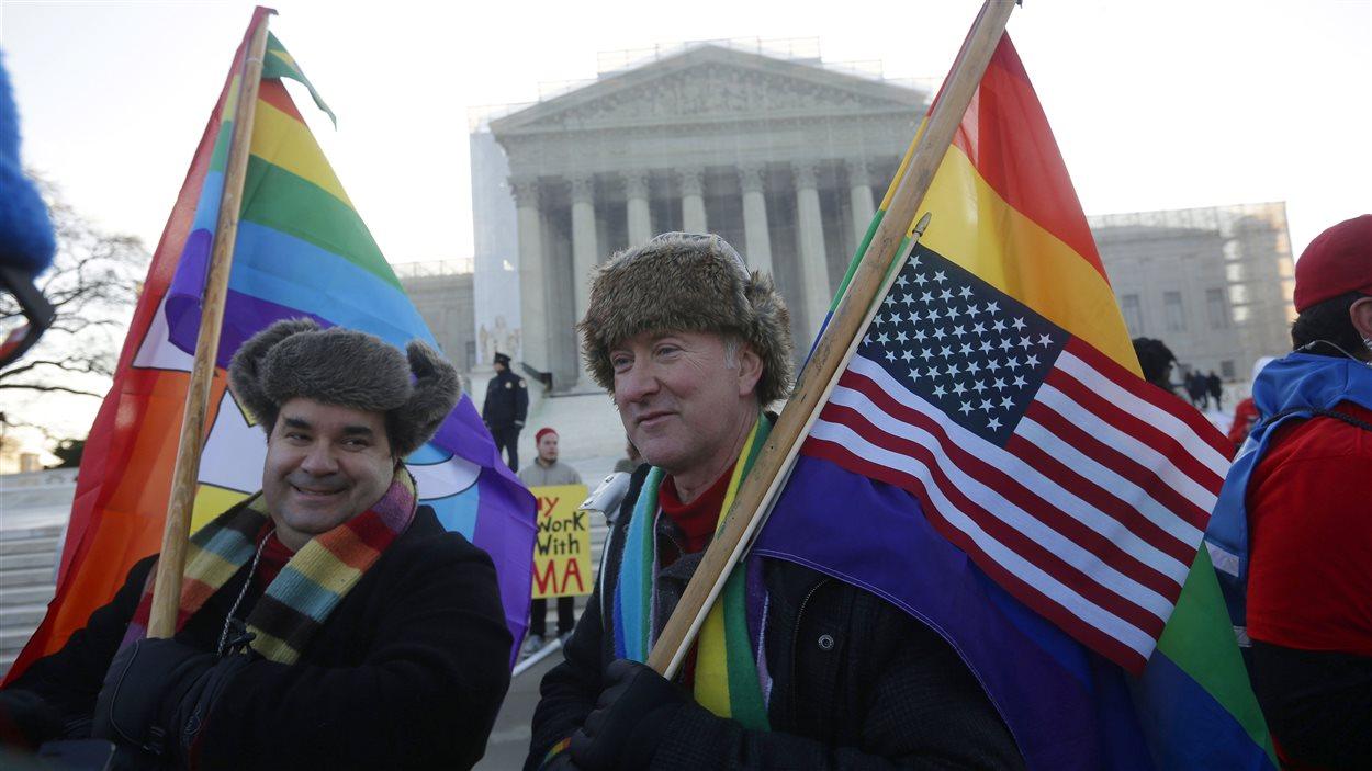 Des manifestants en faveur du mariage entre conjoints de même sexe.