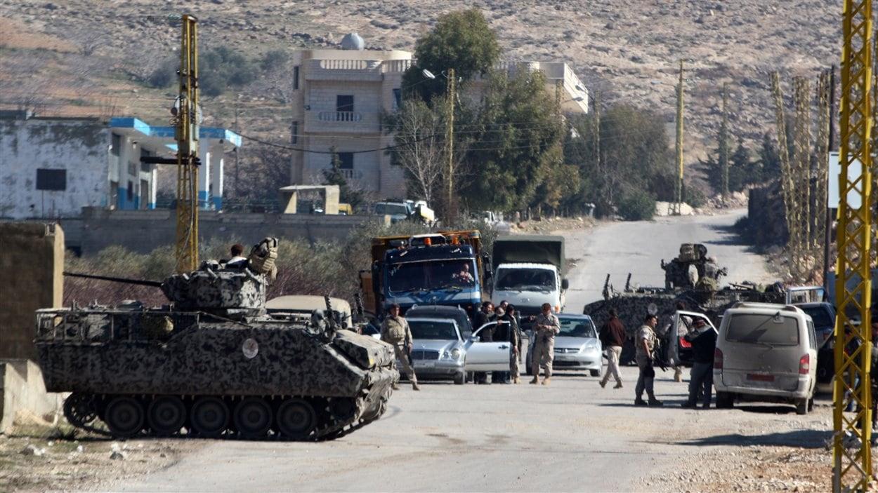 Des soldats libanais dans le village d'Arsal, près de la frontière avec la Syrie, le 4 février 2013.
