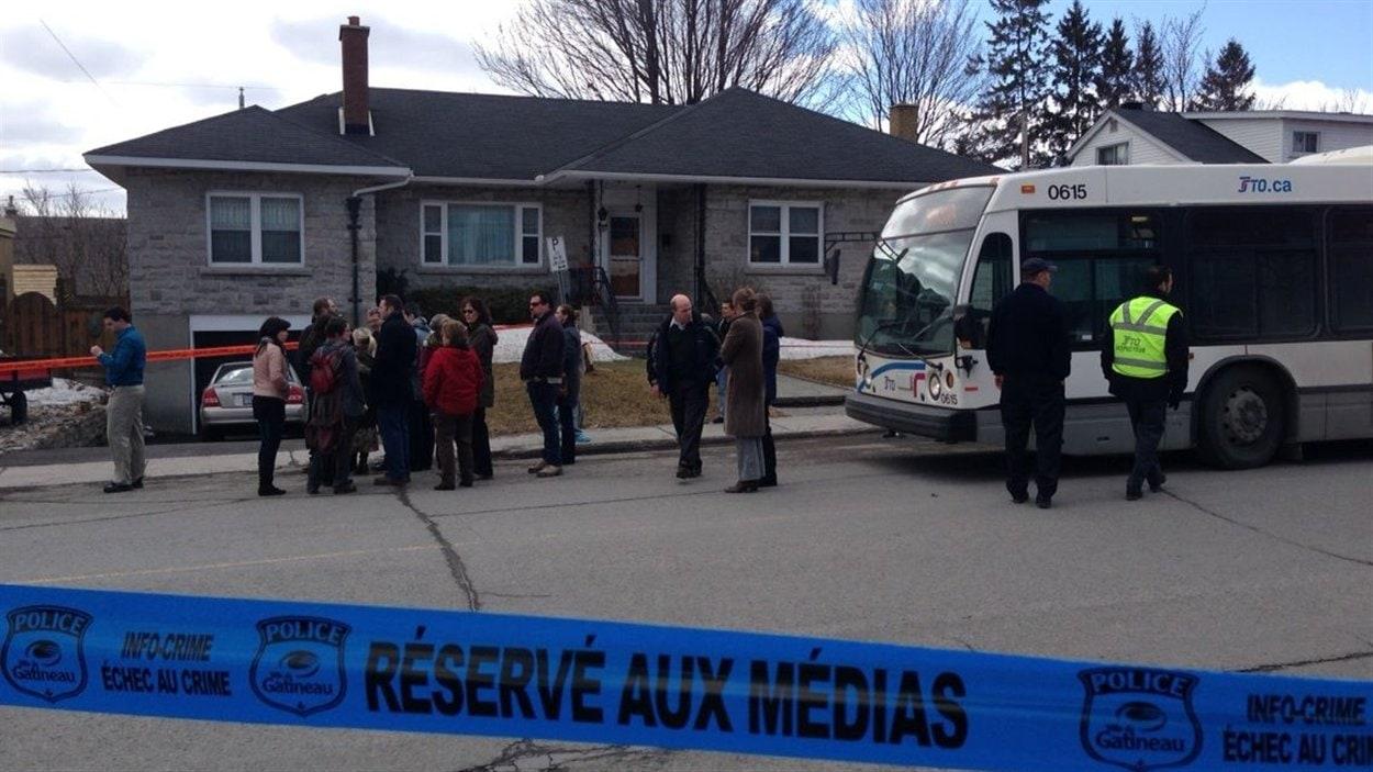 Des autobus de la STO ont été envoyés sur place pour offrir de l'aide.