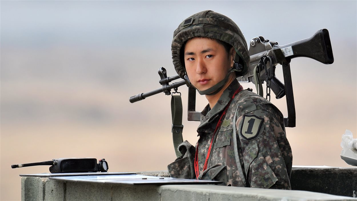 Un soldat sud-coréen dans la zone démilitarisée entre les deux Corées