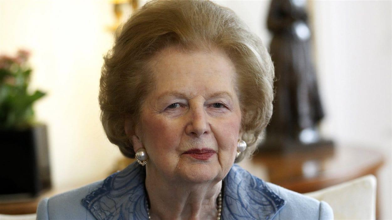Margaret Thatcher lors d'une visite au 10 Downing Street, en juin 2010.