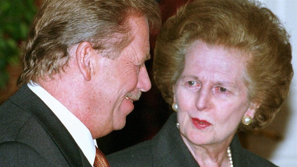 L'ancien président de la République tchèque Vaclav Havel et Margaret Thatcher à Prague en 1999.