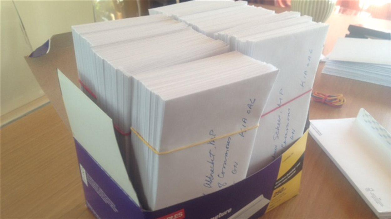 Ces 286 lettres ont été rédigées au nom de Susan Griffiths et envoyées aux députés fédéraux pour réclamer l'ouverture du débat sur le suicide assisté au Canada, le 9 avril 2013.