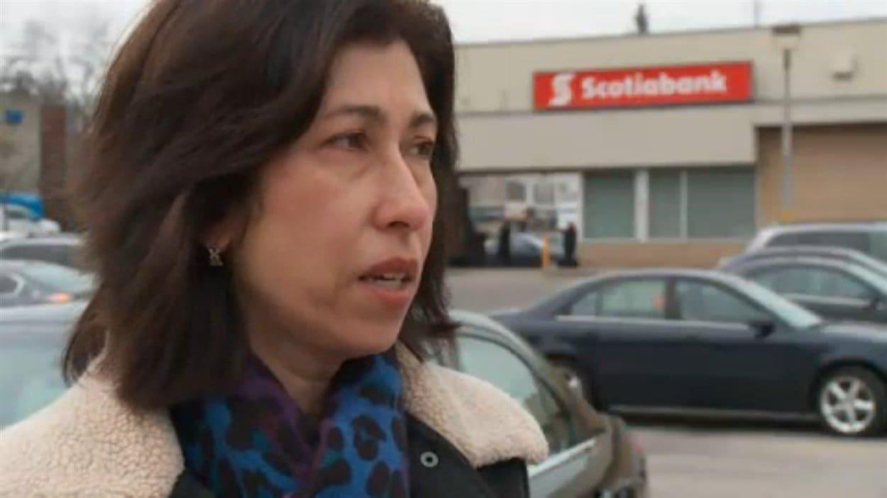 Lisa Cobo dit que la Banque Scotia a mis fin à son contrat pour la remplacer par des travailleurs indiens à une succursale de l'entreprise à Toronto.