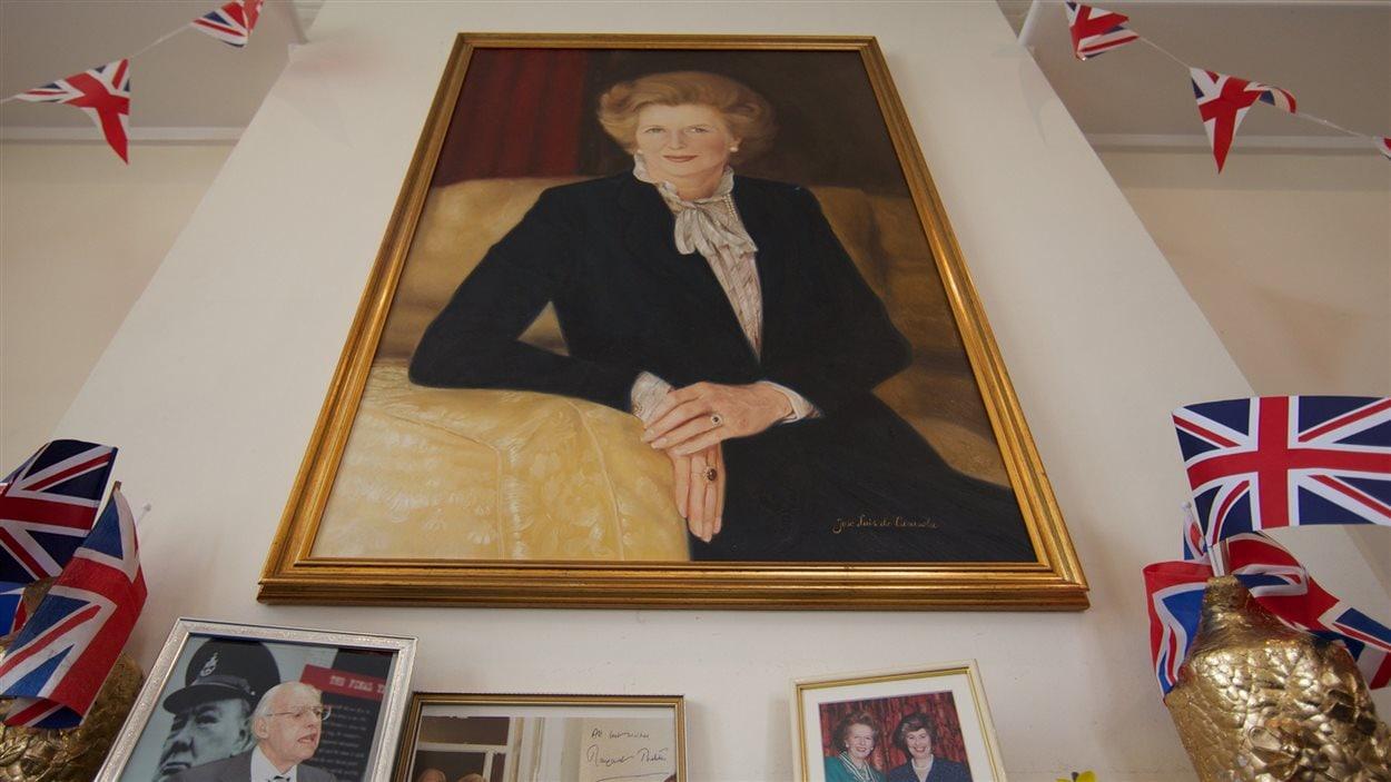 Un portrait de Margaret Thatcher aux quartiers généraux du Parti conservateur britannique.