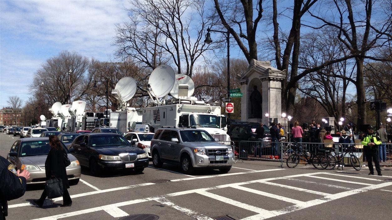 De nombreux médias couvrent les suites des événements.