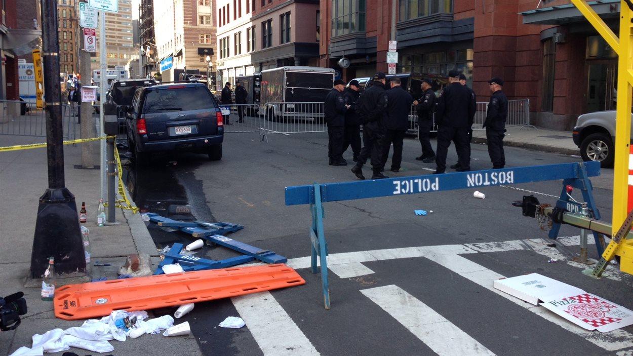 Au lendemain de l'attentat, les policiers sont présents en grand nombre.