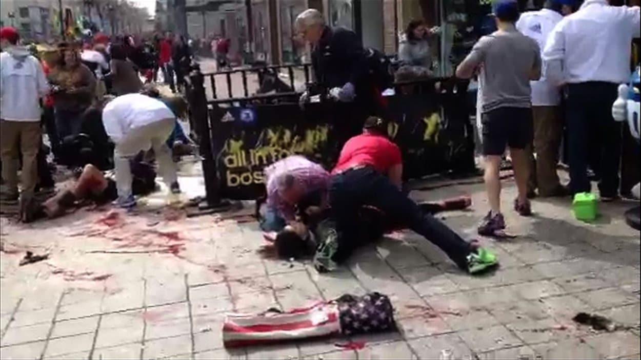 Des victimes après une des deux explosions