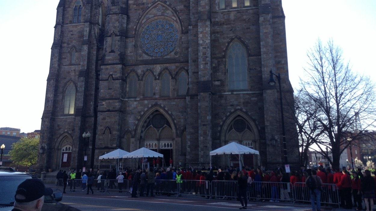 Devant la cathédrale de Boston, jeudi matin