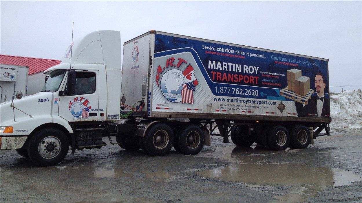 Un camion de l'entreprise Martin Roy Transport